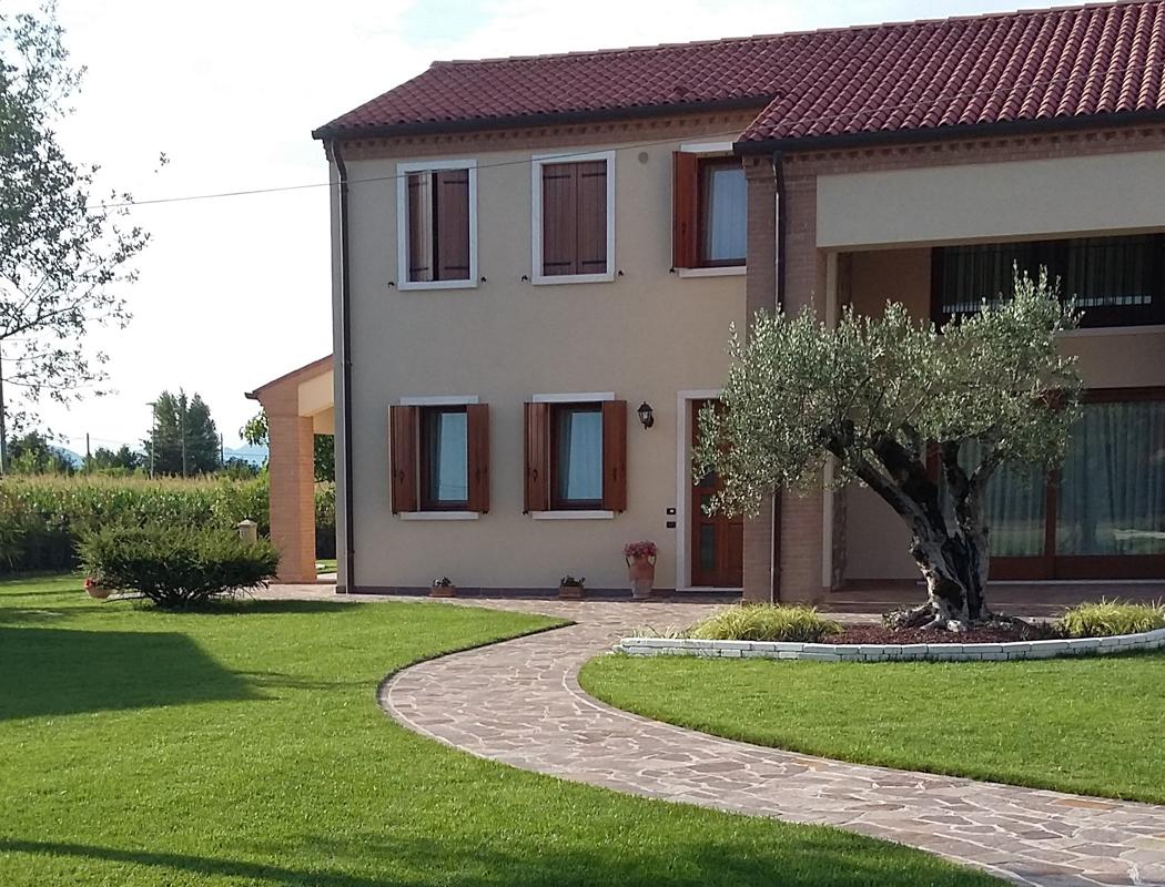 Idee giardino da sogno con mattoni di tufo per giardino for Mattoni per aiuole